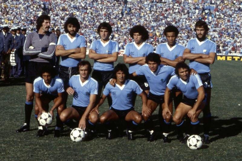Formacion Seleccion de Uruguay vs Seleccion de Brasil, Copa de Oro año 1980 y 1981, Archivo El País, hoja 244 del 19810110